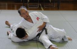 Шихан Hideo Doya проводит классическое удержание
