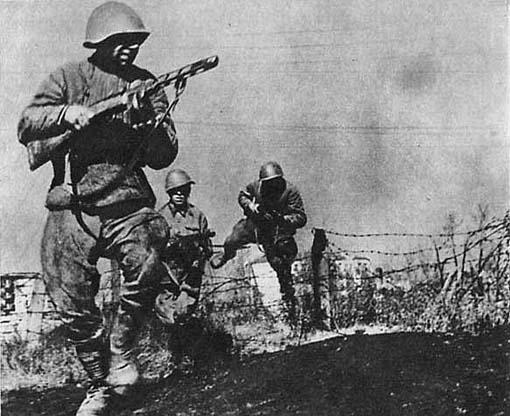 Пехота Красной Армии в атаке