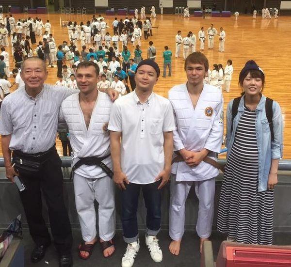 akihiro-saito-so-svoey-semey-prishel-na-turnir-podderzhat-ukrainskuyu-komandu