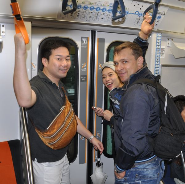 myi-s-yaponskimi-druzyami-v-metro