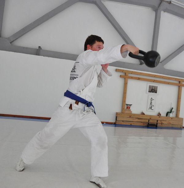Тренировка с гирей