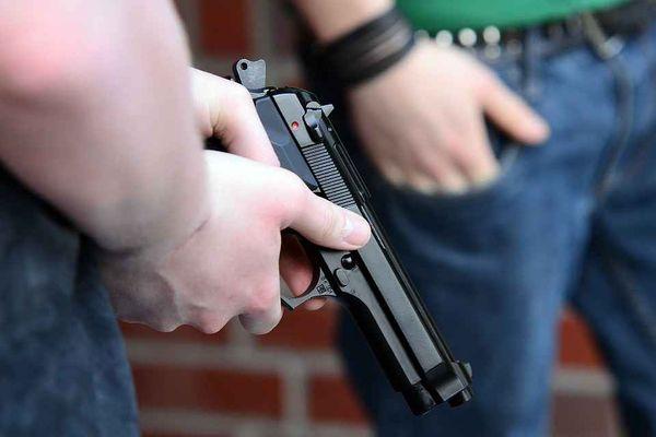 Нож против пистолета
